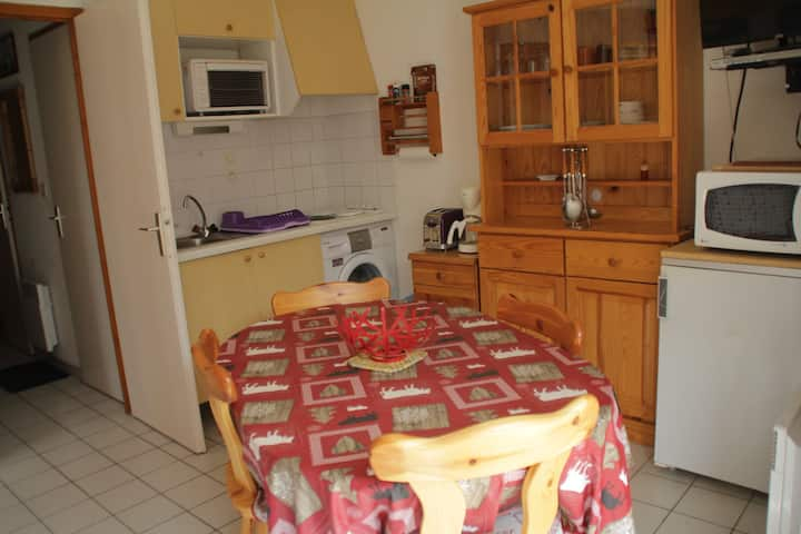 2 roomed apartment 4 persons