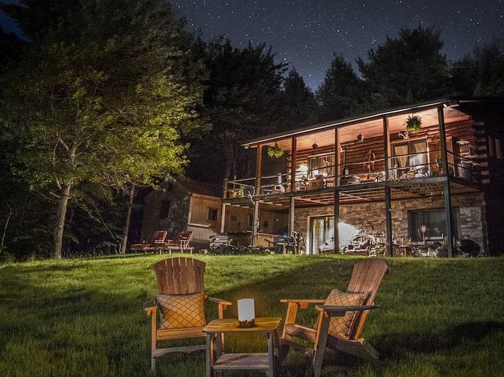 Lakeside log home with Mtn views (dog friendly)