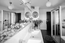 Salle de bains, grand miroir