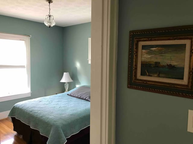 5 minutes to Expo Center, Churchill Downs, airport