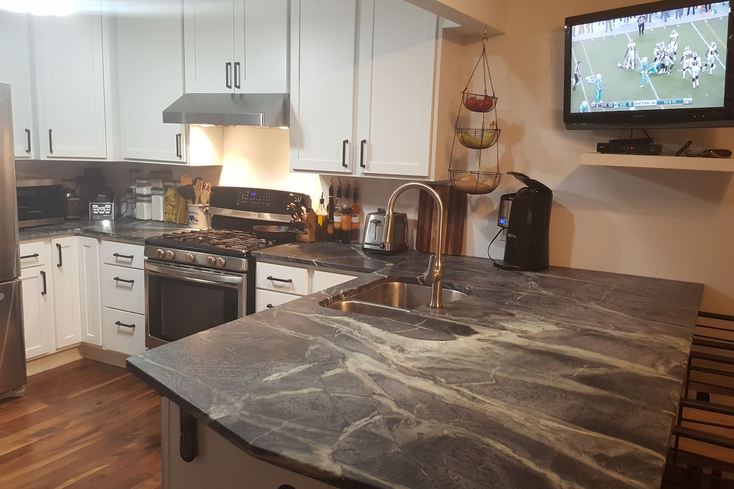 Newly Remodeled Kitchen With Large Bar Area and HD- Cable-TV