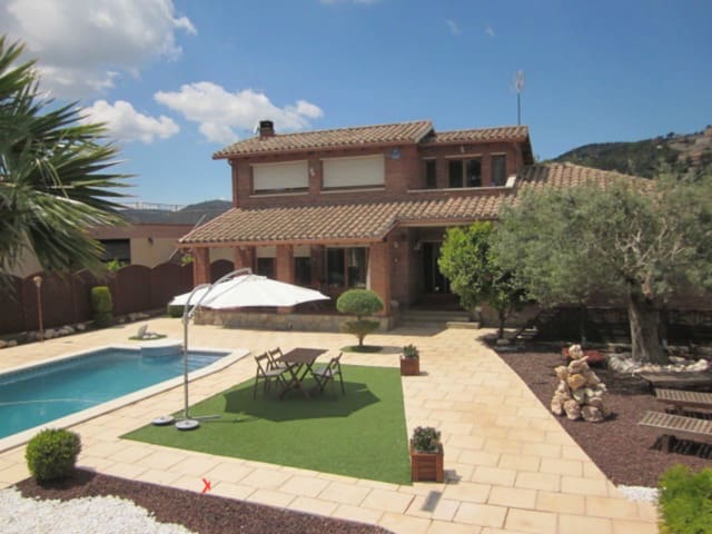House in the mid of nature - Corbera de Llobregat - Huis