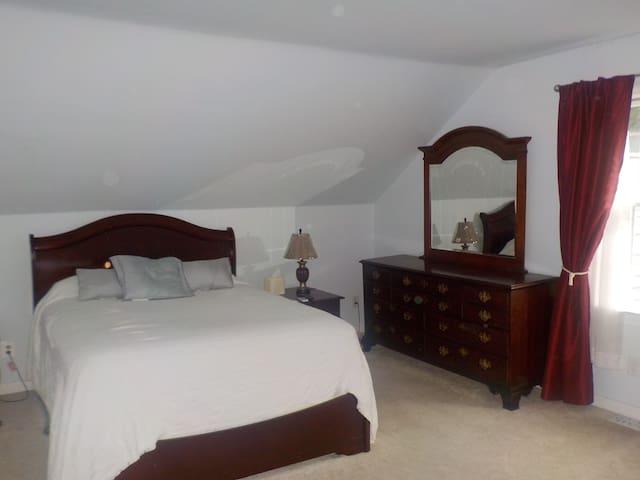 Queen Bed with drewsor