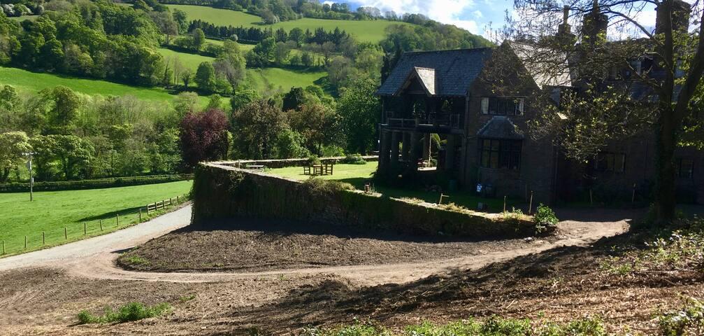 Tan-y-Gath Hall - stopover near Chirk Castle