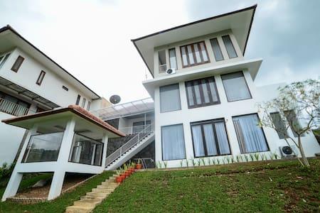 5 BR,    Villa Kencana Syariah - Bandung - Villa