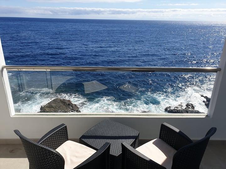 Casa del agua. Terraza y barbacoa, frente al mar.