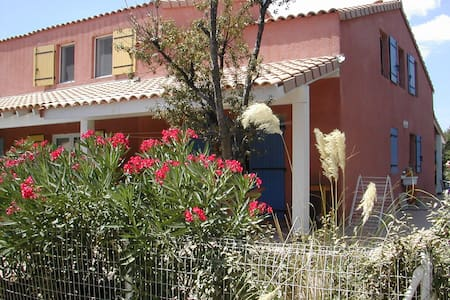 Large Beach Villa right by the Meditteranean sea. - Portiragnes