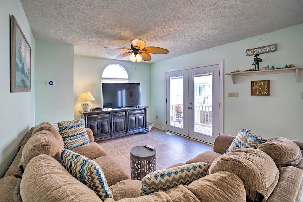 This 3-bedroom, 2-bathroom home for 7 is across the street from the beach.