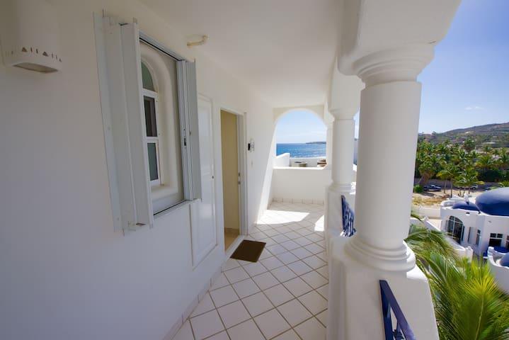 Entry hallway to Mykonos 503B