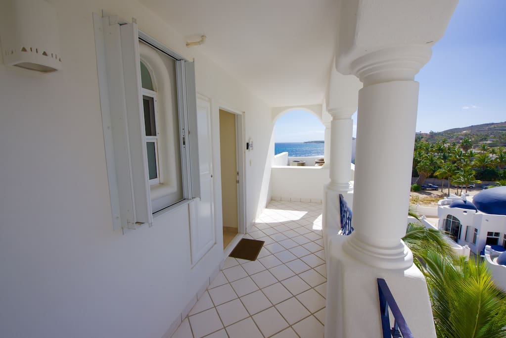 Entry hallway to Mykonos 503B