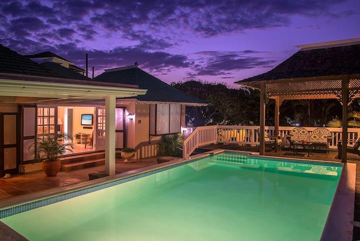 Fully Staffed Villa w. Pool 30 Sec Walk From Beach