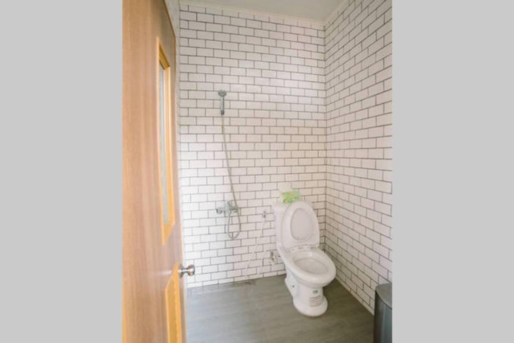 全新的衛浴設備