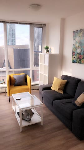 Private , convenient dt located bright stylish 1br