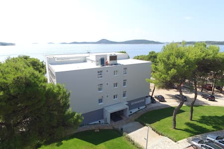 Single room on the beach-breakfast included - Vodice