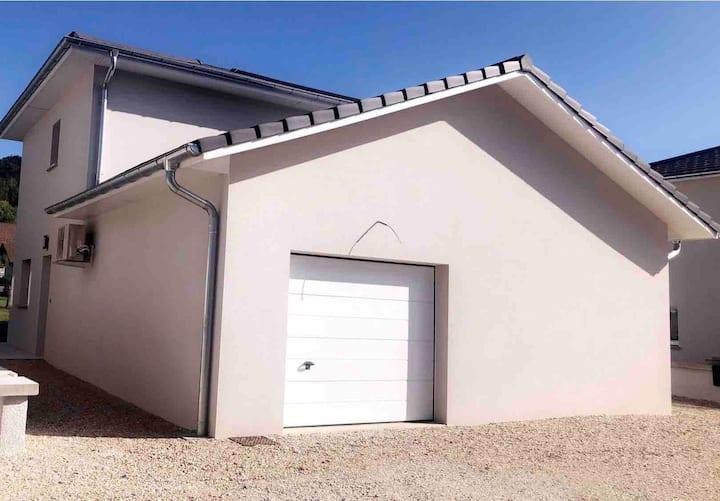 Maison individuelle à étage  Petit extérieur