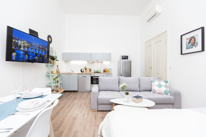 Pretty apartment in center of Prague with NETFLIX