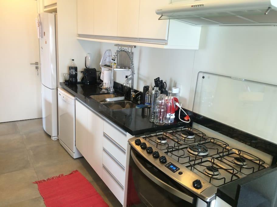 Fully Equipped Kitchen/ Cozinha equipada