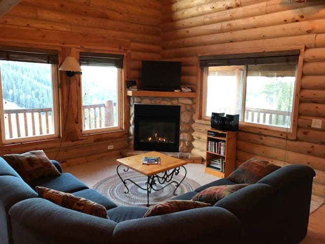 The nicest lodging available at Eagle Point!