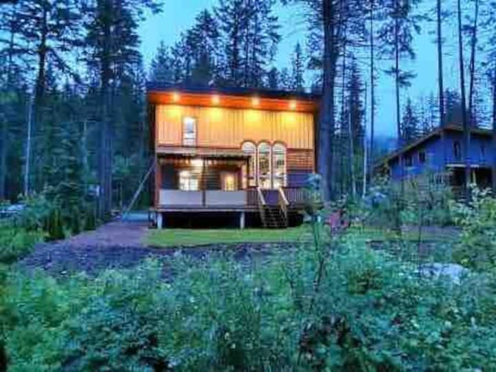 Wild Wood Cabins: Cougar's Cave