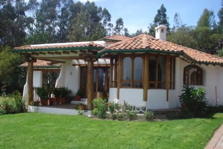 Unidad habitacional en villa campestre .