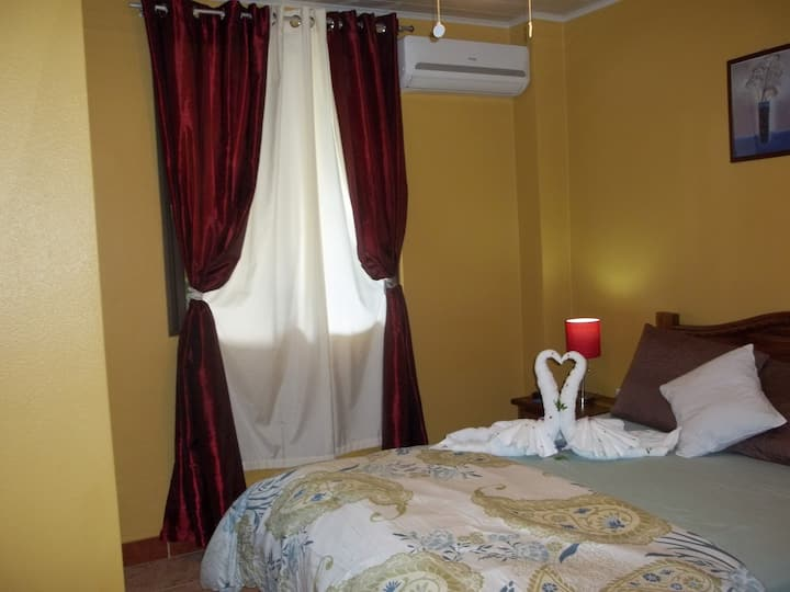 1 BEDROOM APARTMENT WITH GARDEN AND PARKING
