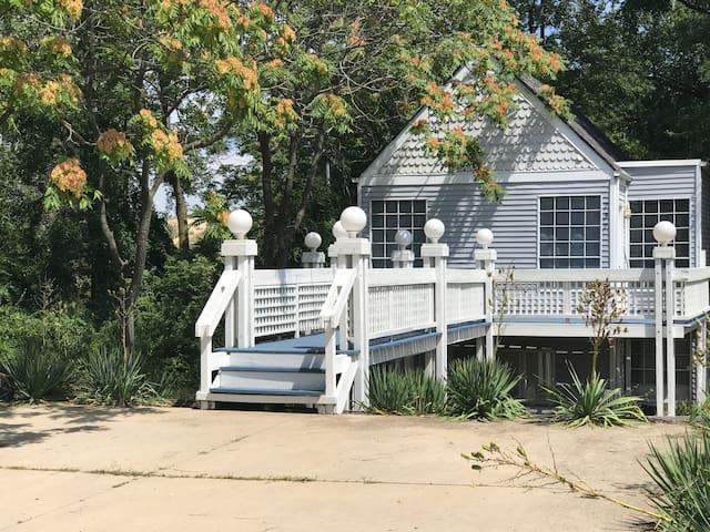 Lake Street Home-A short reach to the beach!