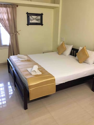Heart of Fort Kochi - Large & Comfortable AC Room