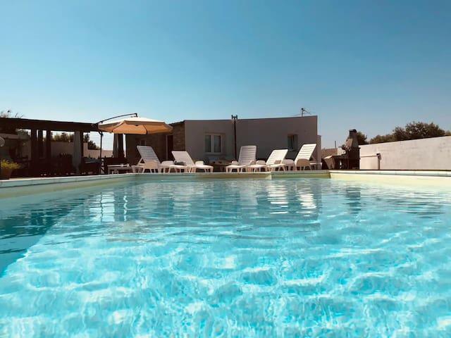 tranquila casa con piscina