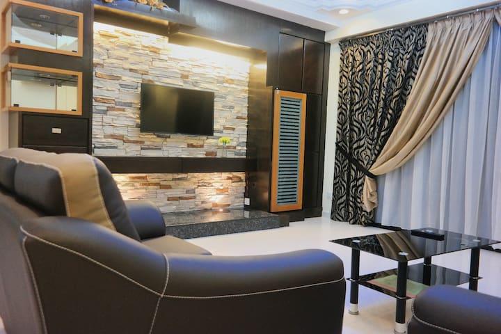Three-Bedroom Apartment in Georgetown