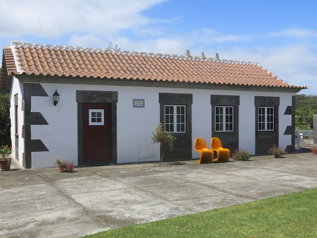Rustica House - Lajes - Dom