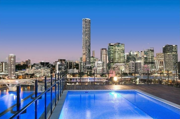 2 Bed APT in South Brisbane  Free Wifi & Car Park
