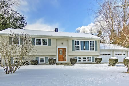 Quiet & Scenic 5BR Westerly House - Westerly