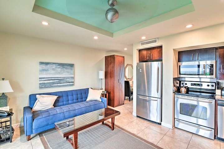 Sleek Studio Apt w/Patio & Pool - Walk to Beach!