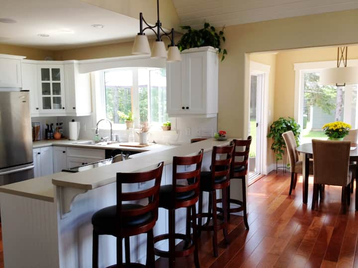 Stanhope Summer Home • mins from beach! • bright