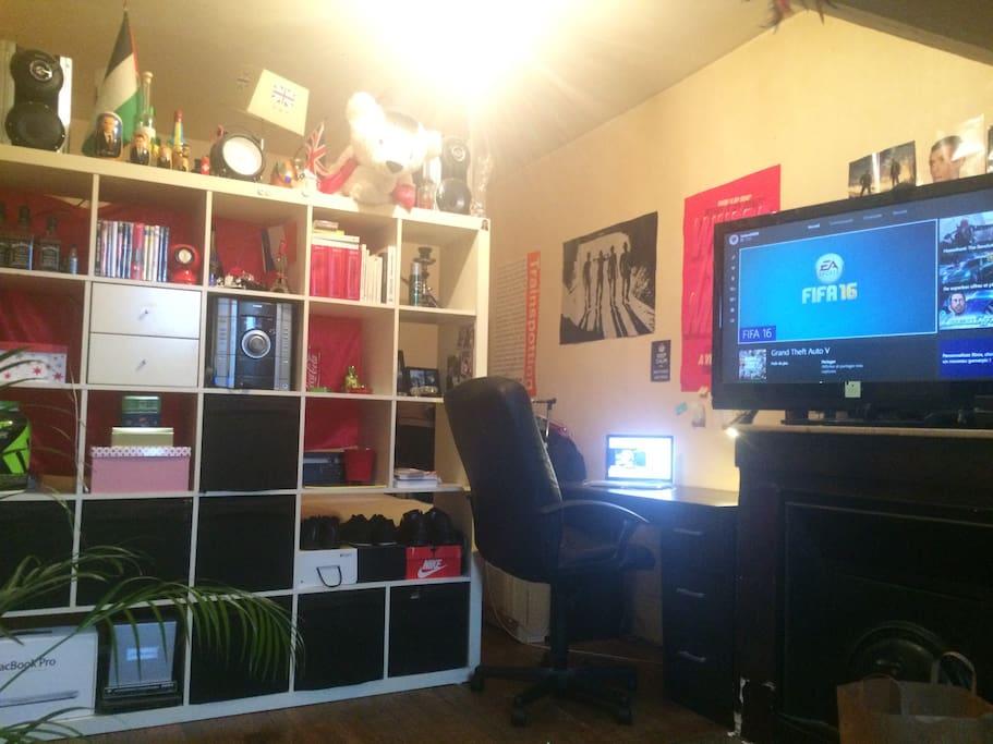 Vous disposerez donc d'une chaine hifi bluetooth mais aussi d'un petit bureau