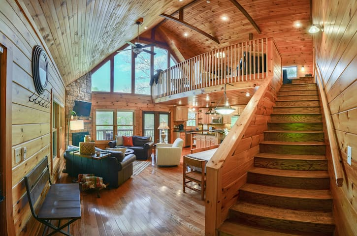 Waterfront Luxury at Watauga Lake!