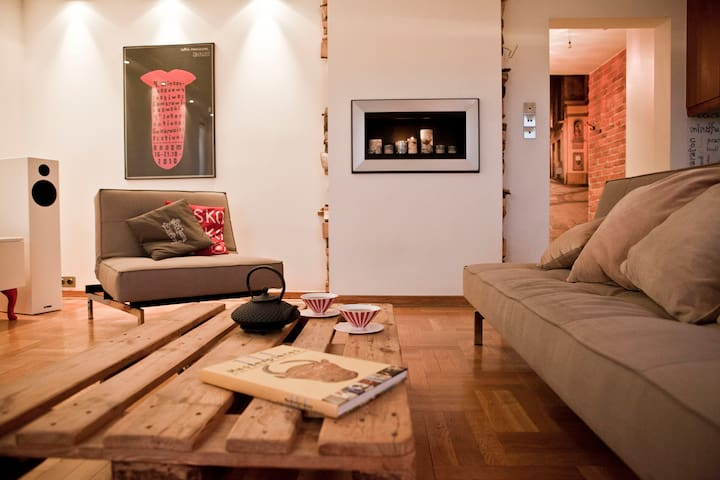 Spacious Home for Arts, Culture and Nature Lovers