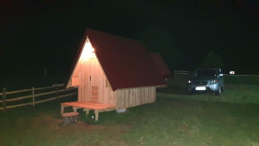 Hut Maple 2