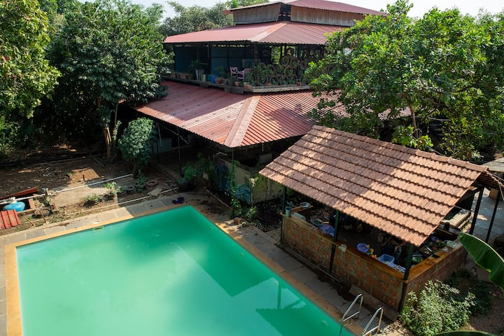 Treehouse by the pool in Vagator/Anjuna