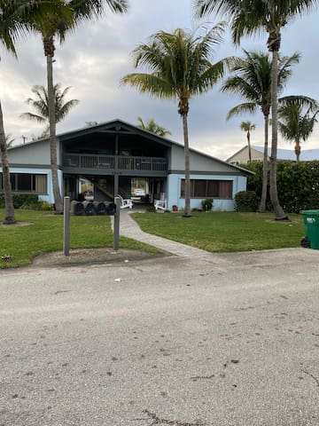 Remote Beach Paradise , pet OK, Sanitized Cleaning