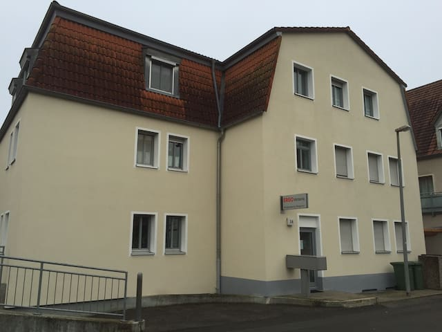 Möbliertes Einzimmerapartment mit Küche und Bad - Hirschaid - Byt