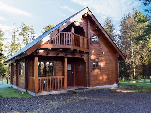 Roe Deer Log Cabin (UK13338)