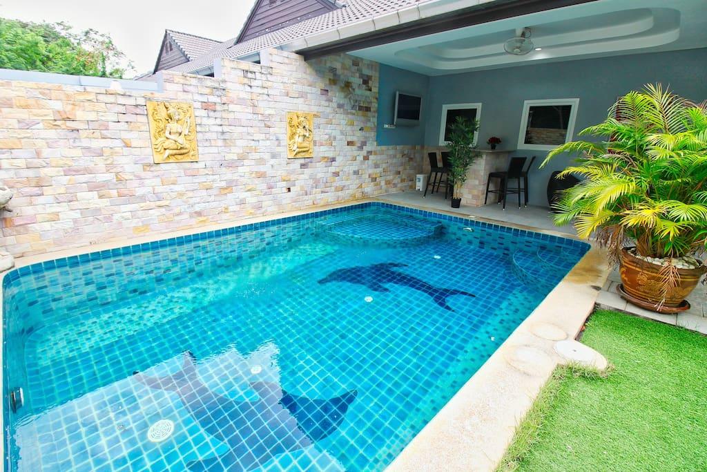 Pool, BBQ, garden