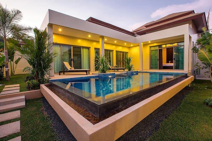 Pool Villa Riau, close to the best beach on Phuket