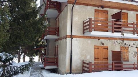 Studio met tuin, 2 minuten lopen van ski, fitnessruimte, zwembad