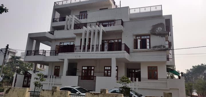9 Room Villa with Banquet Hall
