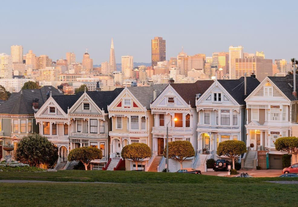 The famous Painted Ladies are a 2-minute walk away through Alamo Square Park.