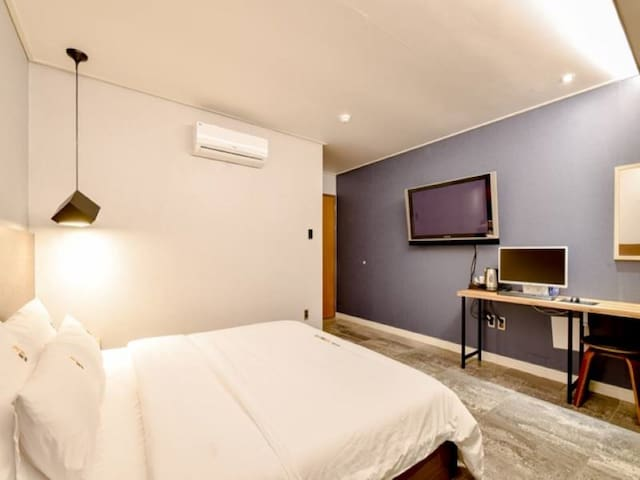 HAPPY DOUBLE ROOM (lncluded breakfast)2