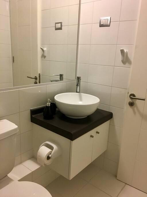 Baño de visitas.
