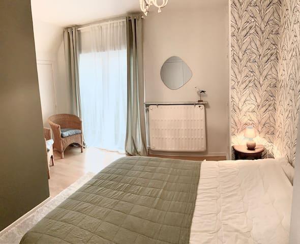 première chambre avec  lit double 160X200